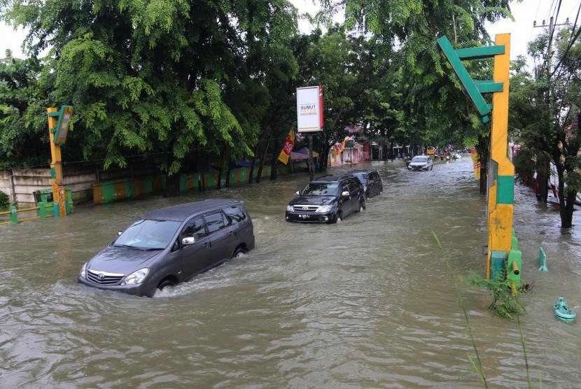 Banjir Akibat Hujan Deras Mengguyur Kota Medan Republika Online Mobile