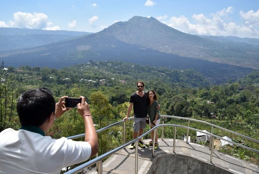 A foreign tourist enjoys the view of Geopark Batur in Kintamani, Bangli, Bali.