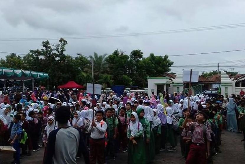 Sekitar 1.056 peserta dari 70 Sekolah Dasar (SD) di Provinsi Banten mengikuti kompetisi besar tim Klinik Pendidikan MIPA (KPM) Cabang 6 Serang, Ahad (28/1).