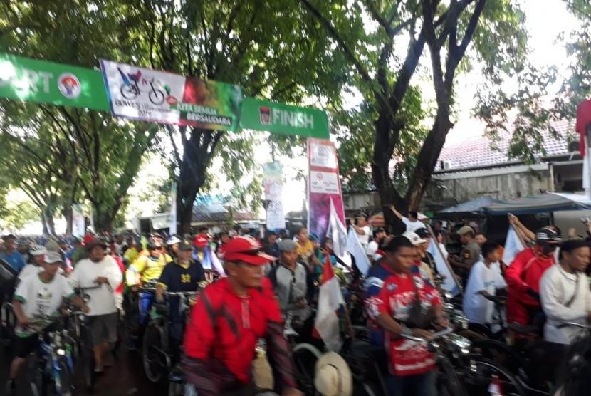 Sekitar 10 ribu peserta meramaikan acara Gowes Nusantara 2019 di Kota Padang, Sumatra Barat, Ahad (31/3).
