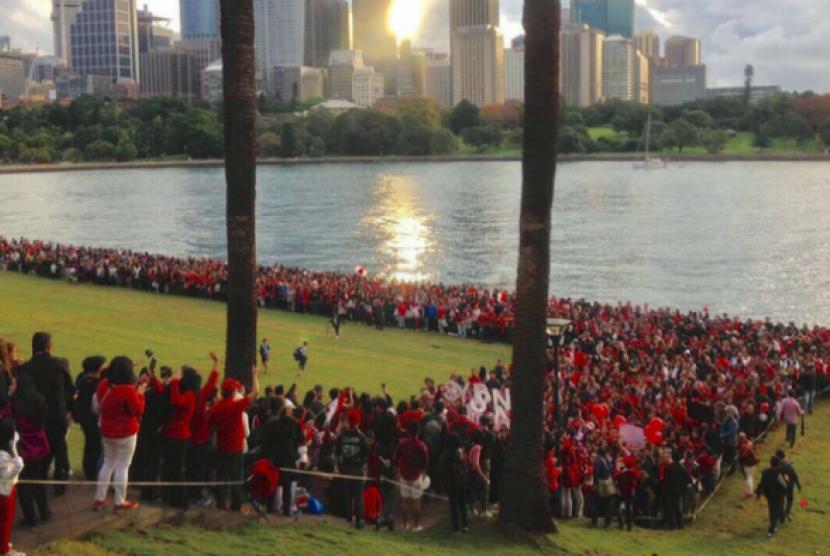 Sekitar 2.000 orang hadir di Botanical Gardens Sydney, Australia sebagai bentuk dukungan kepada Basuki Tjahaja Purnama alias Ahok.