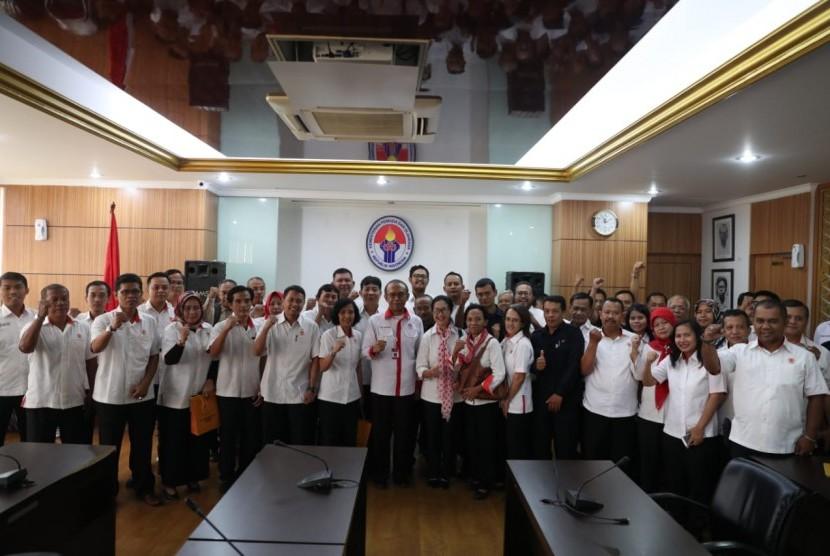 Sekitar 40 karyawan Komite Olahraga Nasional Indonesia (KONI) sambangi kantor Kemenpora RI untuk menyampaikan aspirasi terkait tunggakan gaji yang mencapai lima bulan, Senin (13/5).