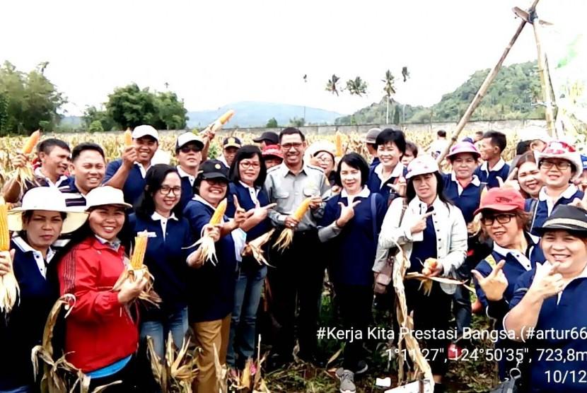 Sekitar 45 Penyuluh Pertanian (PP) di Kabupaten Minahasa berdiskusi dengan peneliti dan penyuluh di BPTP Balitbangtan Sulawesi Utara.