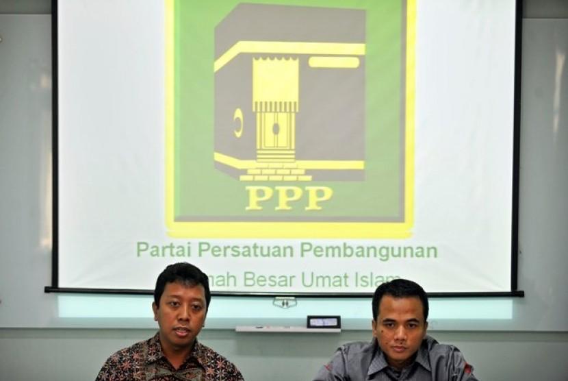 Sekjen DPP PPP, Romy Romahurmuziy (kiri), dan Sekertaris Fraksi PPP, Arwani Thomafi (kanan)