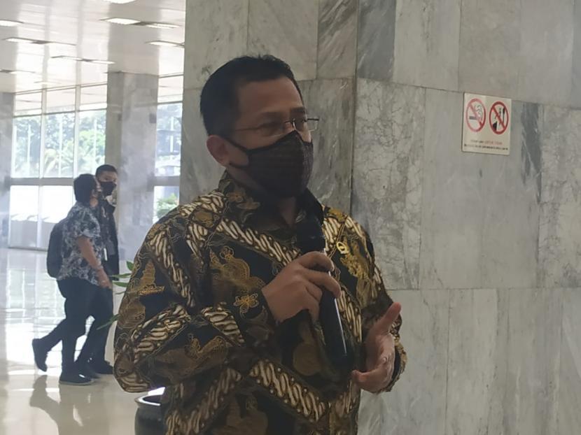 Sekretaris Jenderal (Sekjen) DPR RI, Indra Iskandar, belum memberikan gambaran secara detail terkait berapa anggaran yang dibutuhkan tiap anggota DPR yang menerima fasilitas isolasi mandiri di hotel bagi mereka yang positif covid-19. Menurutnya, kesekjenan masih melakukan penjajakan dengan sejumlah hotel terkait hal itu. (Foto: Indra Iskandar)