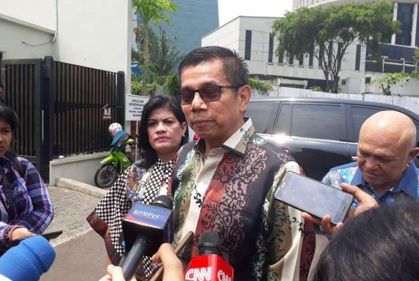 Sekjen Partai Demokrat Hinca Panjaitan menyampaikan  keterangan pers terkait perayaan HUT Partai Demokrat ke-17 di kediaman SBY, Mega Kuningan, Jakarta, Ahad (9/9).