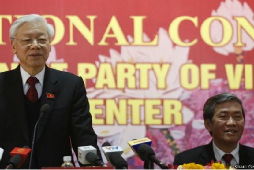 Sekjen Partai Komunis Vietnam, Nguyen Phu Trong (kiri)