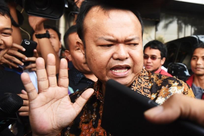 Sekjen Partai Nasdem Patrice Rio Capella meninggalkan Gedung DPP usai memberikan keterangan pers di Jakarta, Kamis (15/10).