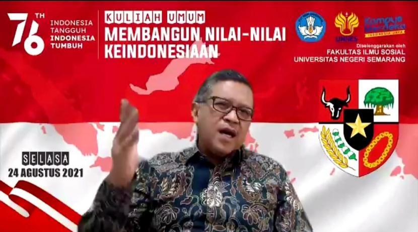 Politikus Hasto Kristiyanto dalam kapasitasnya sebagai peneliti sangat terkejut dengan banyaknya mahasiswa yang ikut melamar untuk mendapatkan beasiswa. Khususnya beasiswa kajian akademis guna membandingkan kepemimpinan Presiden Jokowi dan Presiden SBY.