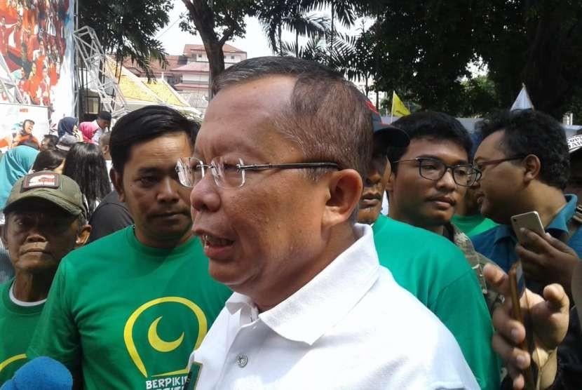 Sekjen PPP Arsul Sani berbicara kepada wartawan di Rumas Aspirasi Jokowi-Ma'ruf, Jalan Proklamasi, Jakarta Pusat, Sabtu (8/9).