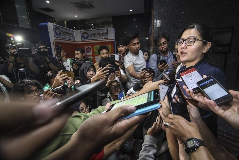 Sekjen PSSI, Ratu Tisha Destria menjawab pertanyaan wartawan seusai memenuhi panggilan pemeriksaan Satgas Anti Mafia Bola di Jakarta, Jumat (28/12/2018).