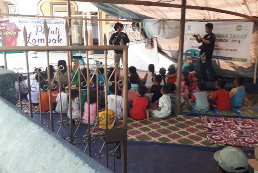 Sekolah darurat yang didirikan IZI untuk anak-anak korban gempa di Desa Dangiang, Kayangan, Lombok Utara.