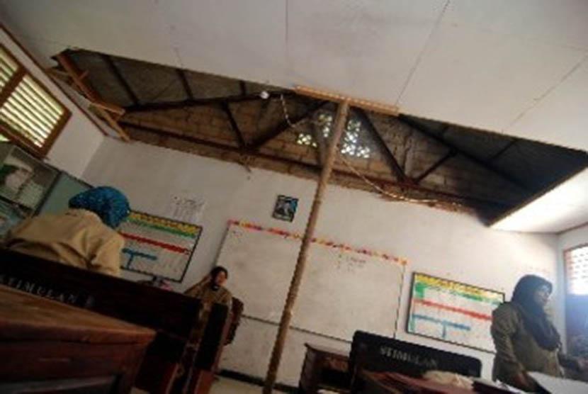 Sekolah rusak (ilustrasi).