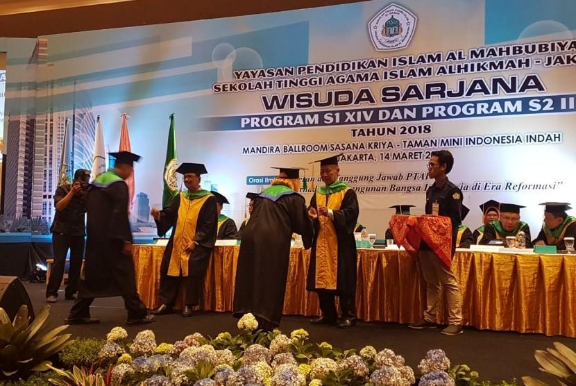 Sekolah Tinggi Agama Islam (STAI) Al Hikmah Jakarta Selatan menyelenggarakan Sidang Terbuka Wisuda Sarjana ke-XIV strata 1 dan ke-II untuk program pascasarjana.