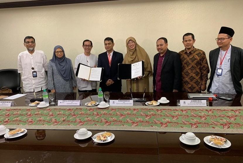 Sekolah Tinggi Ekonomi Islam (STEI) Tazkia dan Internasional Islamic University (IIUM) meneken MoU pengembangan dakwah.