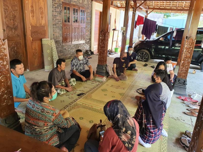 STP NHI Bandung Miliki Unit Enhaiipreneur Center. Foto Sekolah Tinggi Pariwisata (STP) NHI Bandung melakukan Penelitian dan Pengabdian kepada Masyarakat (P2M) di empat desa wisata sejak April hingga Juli 2021.
