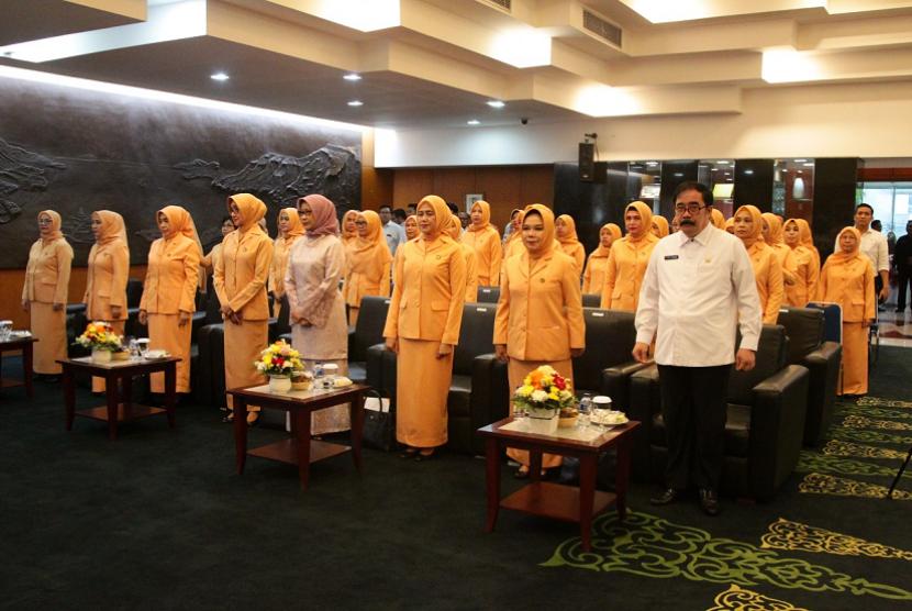 Sekretaris Jenderal Dewan Perwakilan Daerah (DPD) RI Reydonnyzar Moenek menghadiri pengukuhan pengurus baru Dharma Wanita DPD.