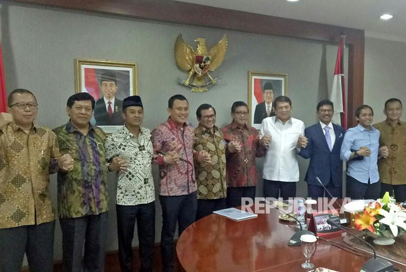Sekretaris jenderal partai pendukung Pemerintah berkumpul menemui Menteri Sekretaris Kabinet (Menseskab) Pramono Anung, Senin (7/5).