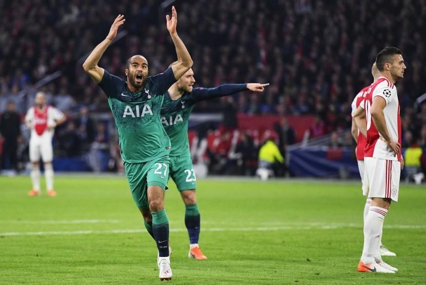 Selebrasi gelandang Tottenham Hotspur Lucas Moura seusai menjebol gawang Ajax.