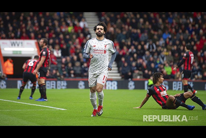 Selebrasi Mohamed Salah setelah mencetak gola pada pertandingan Liga Primer Inggris antara Bournemouth melawan Liverpool di Vitality Stadium, Bournemouth, Inggris, Sabtu (8/12)