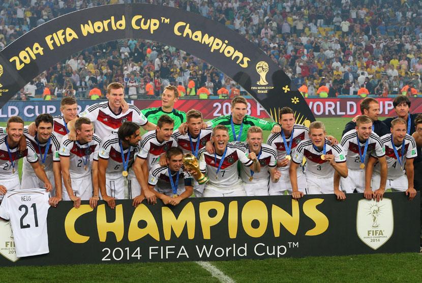 Selebrasi pemain Timnas Jerman usai menjadi juara Piala Dunia 2014 (EPA/SRDJAN SUKI)