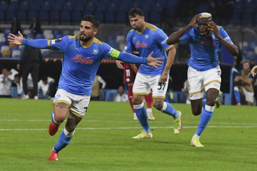 Selebrasi penyerang Napoli, Lorenzo Insigne usai menjebol gawang Legia Warszawa.