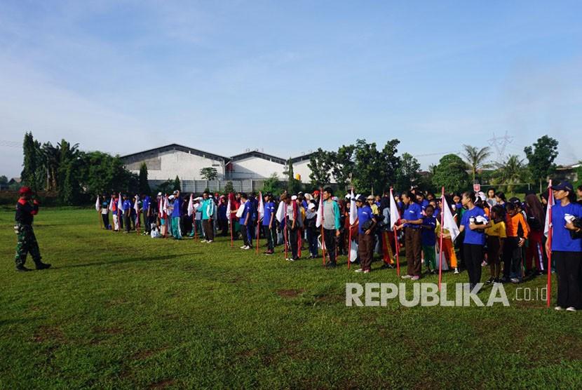 Siswa sedang berbaris untuk mendapatkan pelatihan berupa pendidikan karakter (ilustrasi)