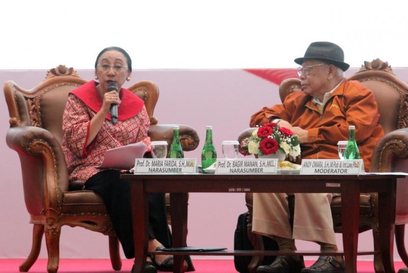 """Seminar Nasional dengan tema """"Evaluasi Pelaksanaan UUD NRI Tahun 1945"""" di Gedung Nusantara IV, Kompleks Parlemen Jakarta"""