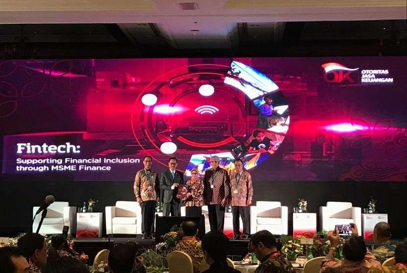Seminar OJK Fintech Talk 'Utilizing Fintech as a Platform for Platform for Enhancing SMEs and Islamic Financing' di Jimbaran, Bali, Jumat (11/10).