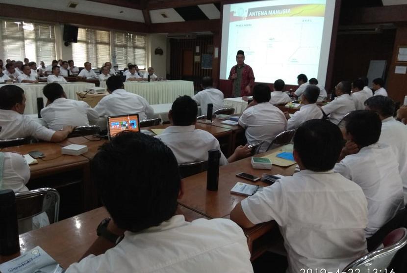 Seminar suprarasional untuk jajaran direksi PTPN VIII.