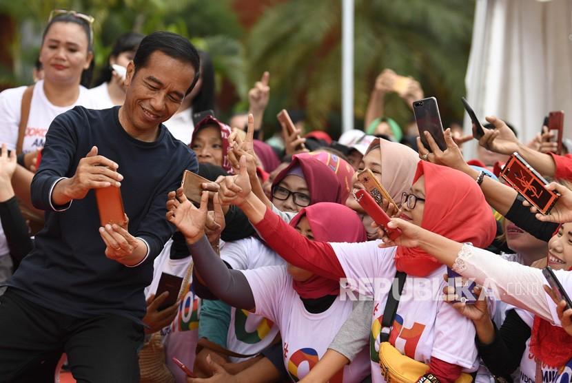 Calon Presiden petahana Joko Widodo (kiri).
