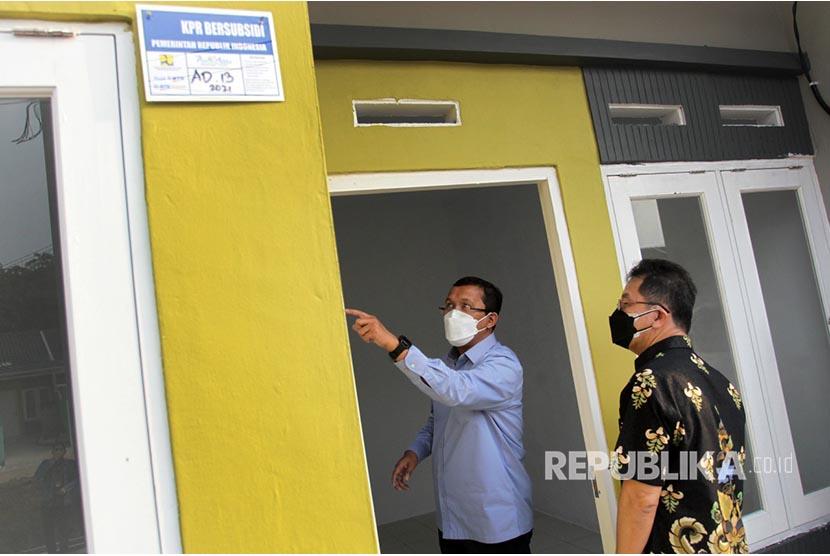 Direktur Utama PT Bank Tabungan Negara (Persero) Tbk. Haru Koesmahargyo meninjau pembangunan perumahan bagi Masyarakat Berpenghasilan Rendah (MBR) di wilayah Tangerang, Banten, akhir pekan lalu.