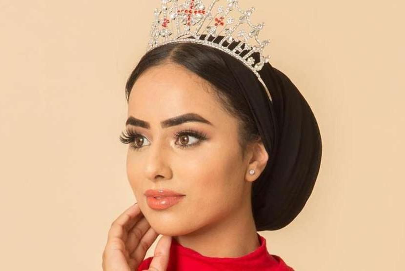 Seorang mahasiswi Muslim, Sara Iftekhar menjadi perempuan berjilbab pertama yang masuk dalam final kompetisi Miss England.
