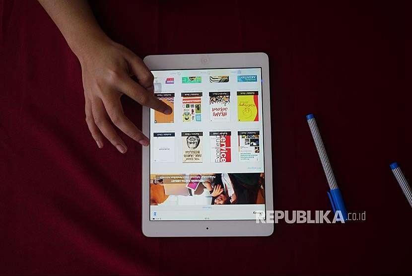 Belajar dan mencari informasi secara digital (ilustrasi)