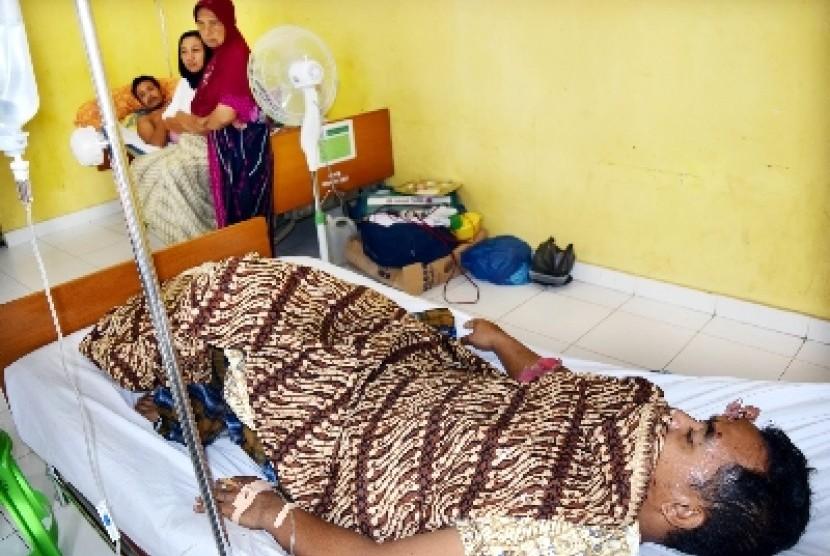 Seorang pasien dirawat di sebuah rumah sakit (ilustrasi).