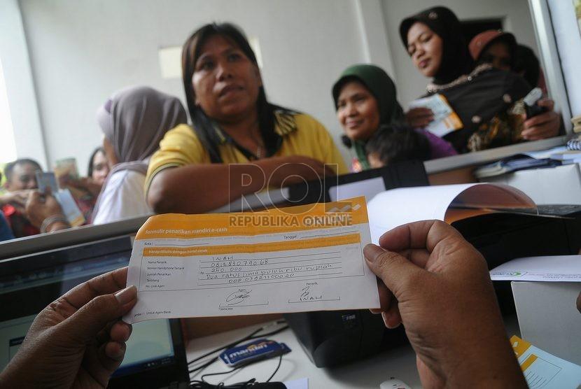 Warga penerima dana Pogram Keluarga Harapan (ilustrasi)
