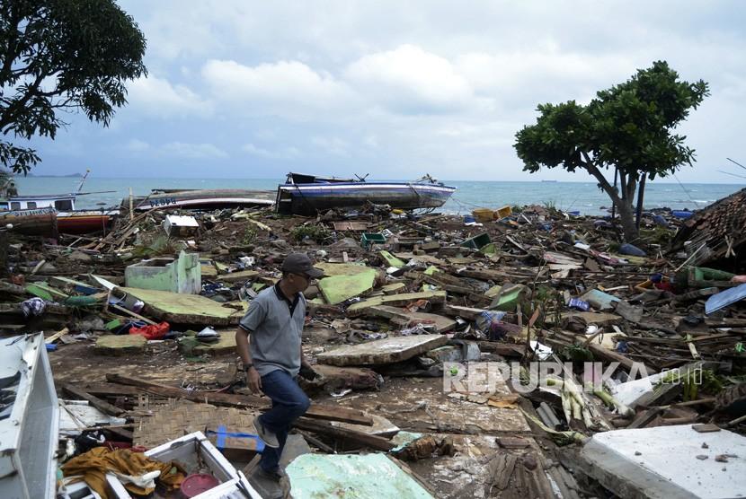 Settlements hit by tsunami at Way Muli Village, Rajabasa, South Lampung, Lampung, Sunday (Dec 23).