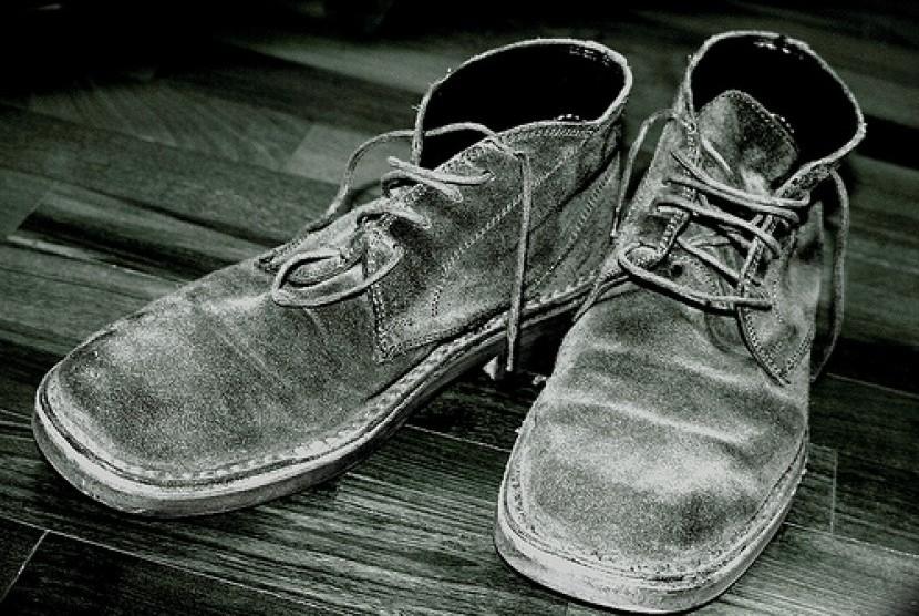 Tukang sol sepatu memutuskan menunda hajinya untuk orang lain Sepatu Butut (Ilustrasi)