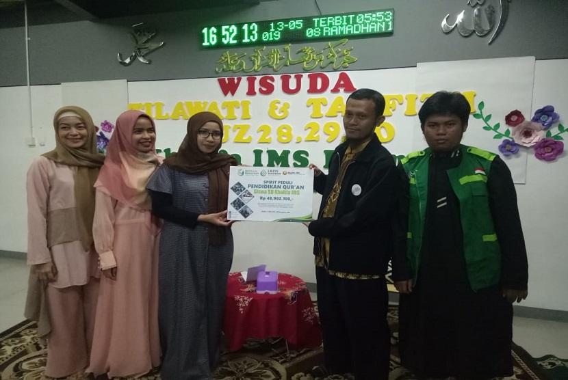 Serah terima donasi donasi dari pundi/celengan murid-murid SD IMS Khalifa ke LAZIS Wahdah