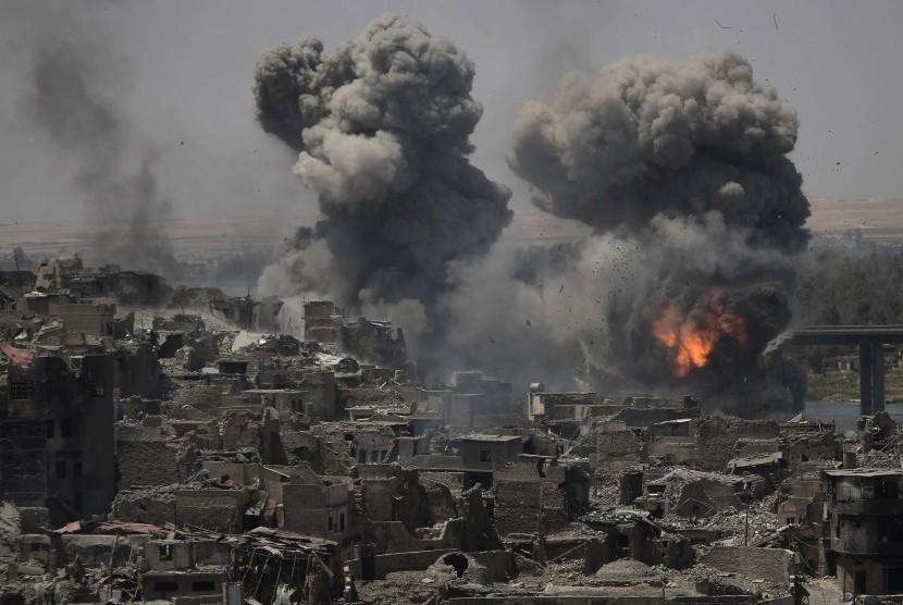 Serangan udara di pinggir kota tua sehari setelah perdana menteri Irak mengumumkan kemenangan total di Mosul, Irak, Selasa (11/7).