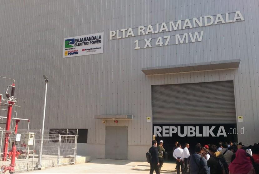 Seremoni operasi komersial Pembangkit Listrik Tenaga Air (PLTA) Rajamandala berkapasitas 47 MW (Megawatt) di PLTA Rajamandala, Cianjur, Jumat (12/7).
