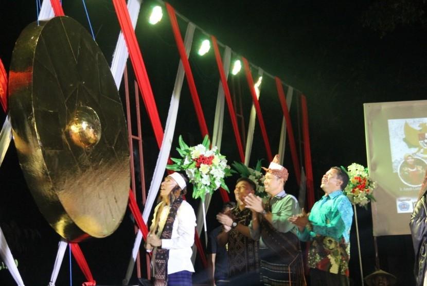 Sesditjen PDTU kemendes PDTT Sugito membuka Festival Ende.