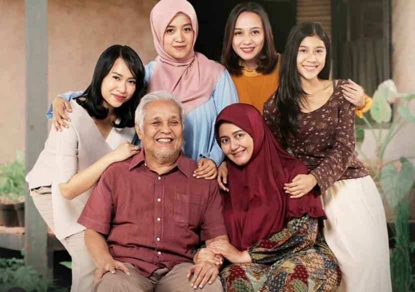 'Terima Kasih Emak Terima Kasih Abah' tayang serentak di bioskop 13 Mei.