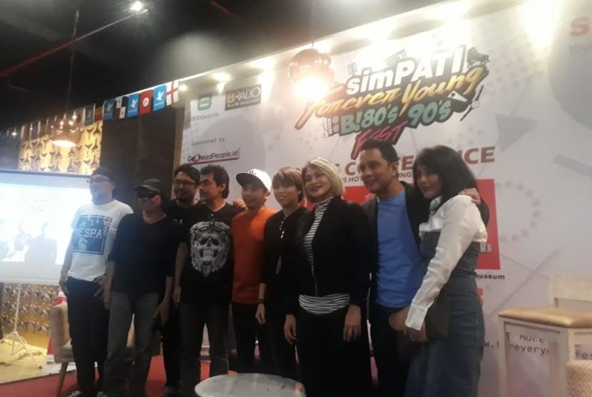 Setelah cukup lama tak menggelar konser, grup band Java Jive dan musisi Fariz RM akan berkolaborasi di Konser 'Simpati Forever Young B! 80's 90's Fest'.