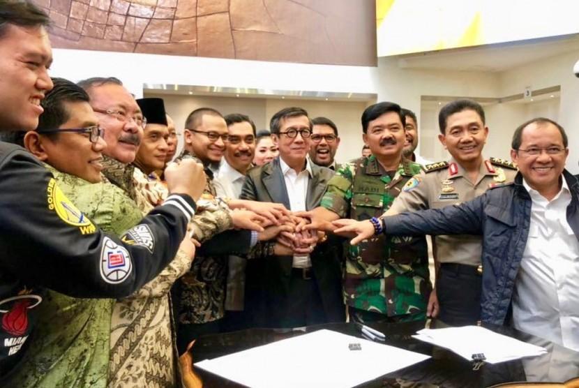 Setelah melalui jalan panjang berliku, akhirnya pada Kamis malam (24/5), Pansus DPR RI dan pemerintah menyepakati poin akhir mengenai definisi terorisme.