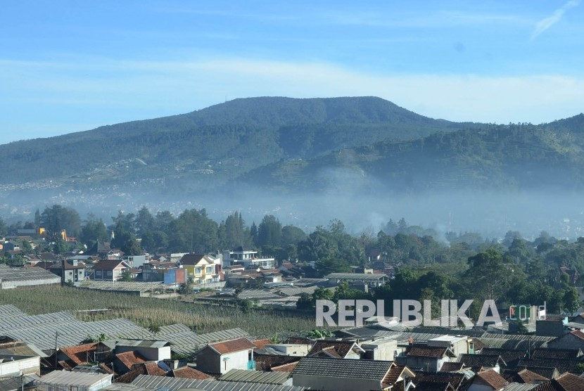 After a small eruption occurred, currently Tangkuban Perahu Mountain is back to normal, Saturday (7/27).