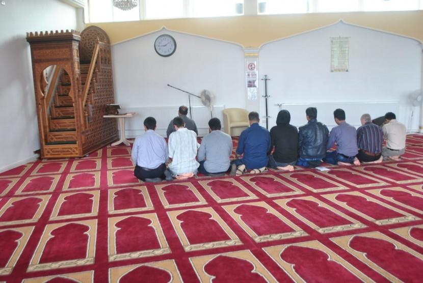 Shalat berjamaah di Masjid Al-Taqwa, Gottingen