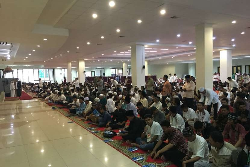 Shalat Idul Adha di Sumbar dipusatkan di Masjid Raya Sumbar yang sedang direnovasi, Rabu (22/8).