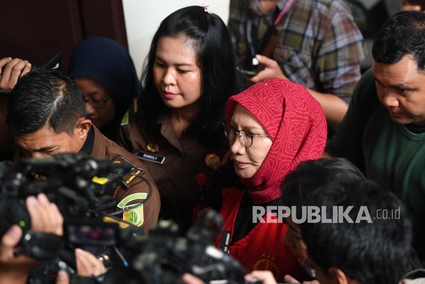 Sidang Lanjutan Ratna Sarumpaet. Terdakwa kasus dugaan penyebaran berita bohong atau hoaks Ratna Sarumpaet meninggalkan ruangan seusai mengikuti sidang lanjutan di PN Jakarta Selatan, Jakarta, Rabu (6/3/2019).