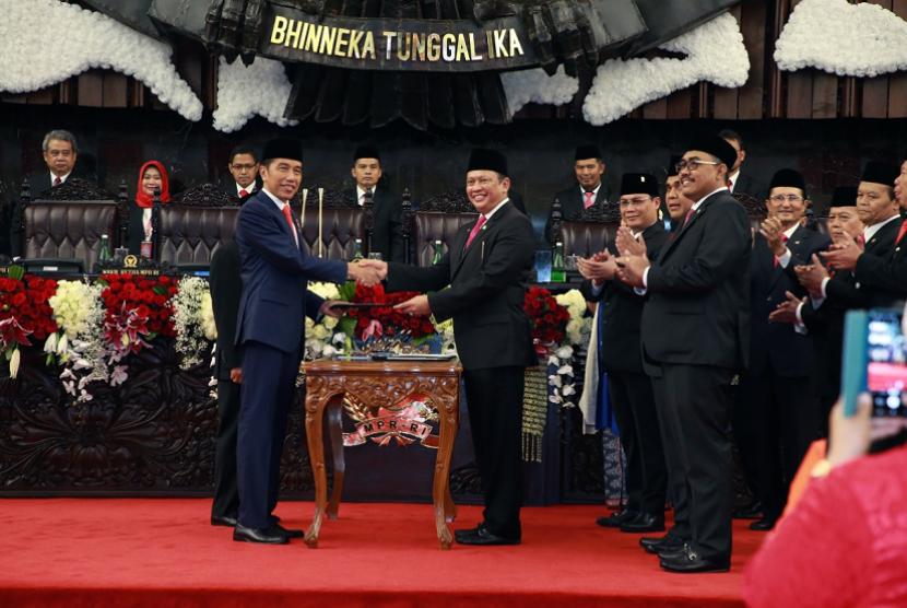 Sidang Paripurna Pelantikan Presiden RI Joko Widodo dan Wakil Presiden RI Maruf Amin Masa Jabatan 2019-2024, di Gedung Nusantara, Kompleks Parlemen, Jakarta, Ahad (20/10).